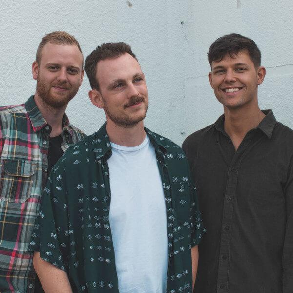 KAFFKIEZ mit fiebrigem Indie-Rock auf Tour vom Kaff durch die großstädtischen Kieze und zurück