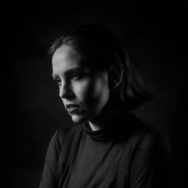 Emma Ruth Rundle gibt vier Klavierkonzerte im Frühjahr